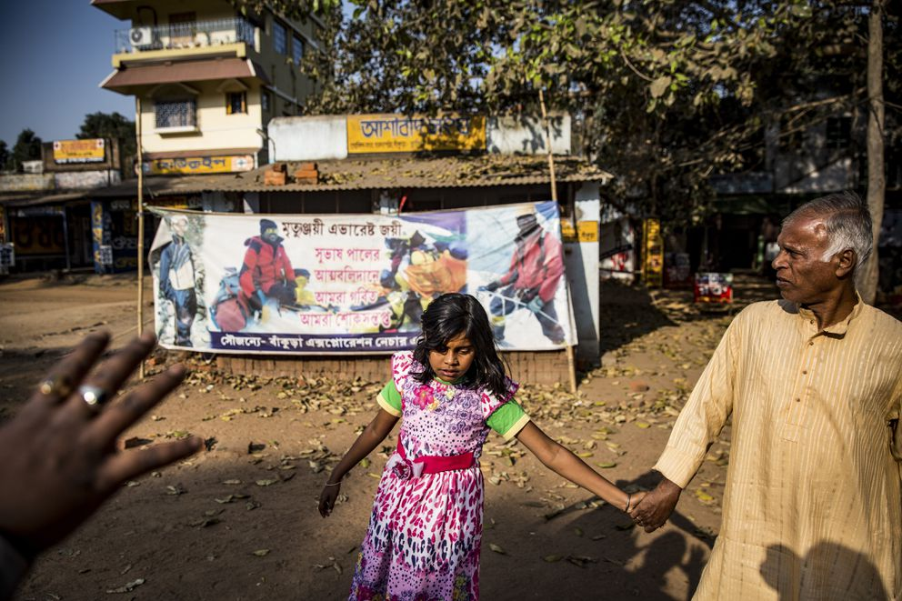 The daughter, Susreeta, and brother-in-law Shayamapada Das, of Subhas Paul, one of four climbers who died trying to climb Mount Everest, in Durgapur, India, Feb. 9, 2017. Sherpas took on a quest to find the bodies of climbers Goutam Ghosh and Paresh Nath — a year after they were abandoned near the top of Everest — and bring them home. (Josh Haner/The New York Times)