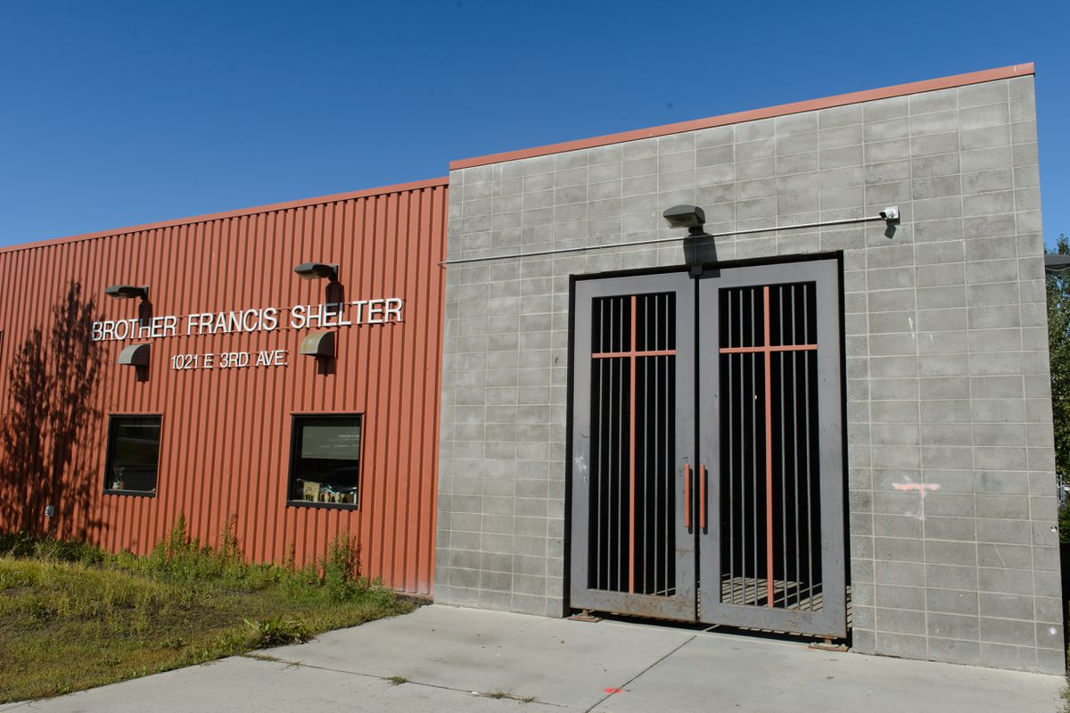 The entryway to the Brother Francis Shelter is closed on August 27, 2020. (Marc Lester / ADN)