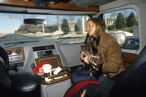 Jewel uses travel time to practice and write new songs. Many hours are spent in the rental van almost every day, getting from one concert venue to the next. January 20, 1996. (Anne Raup / ADN archive 1996)
