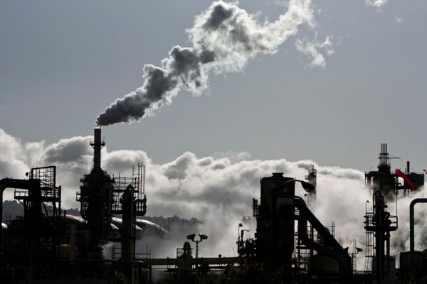 Smoke is released into the sky at a refinery in Wilmington, California March 24, 2012. Picture taken March 24, 2012. REUTERS/Bret Hartman/File Photo - RTX2V7BV
