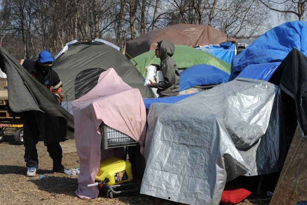 Anchorage Police informed people at an illegal homeless camp at 3rd Avenue and Ingra Street on Thursday, April 30, 2020, that they should clear out before the camp is abated in 10 days. (Bill Roth / ADN)