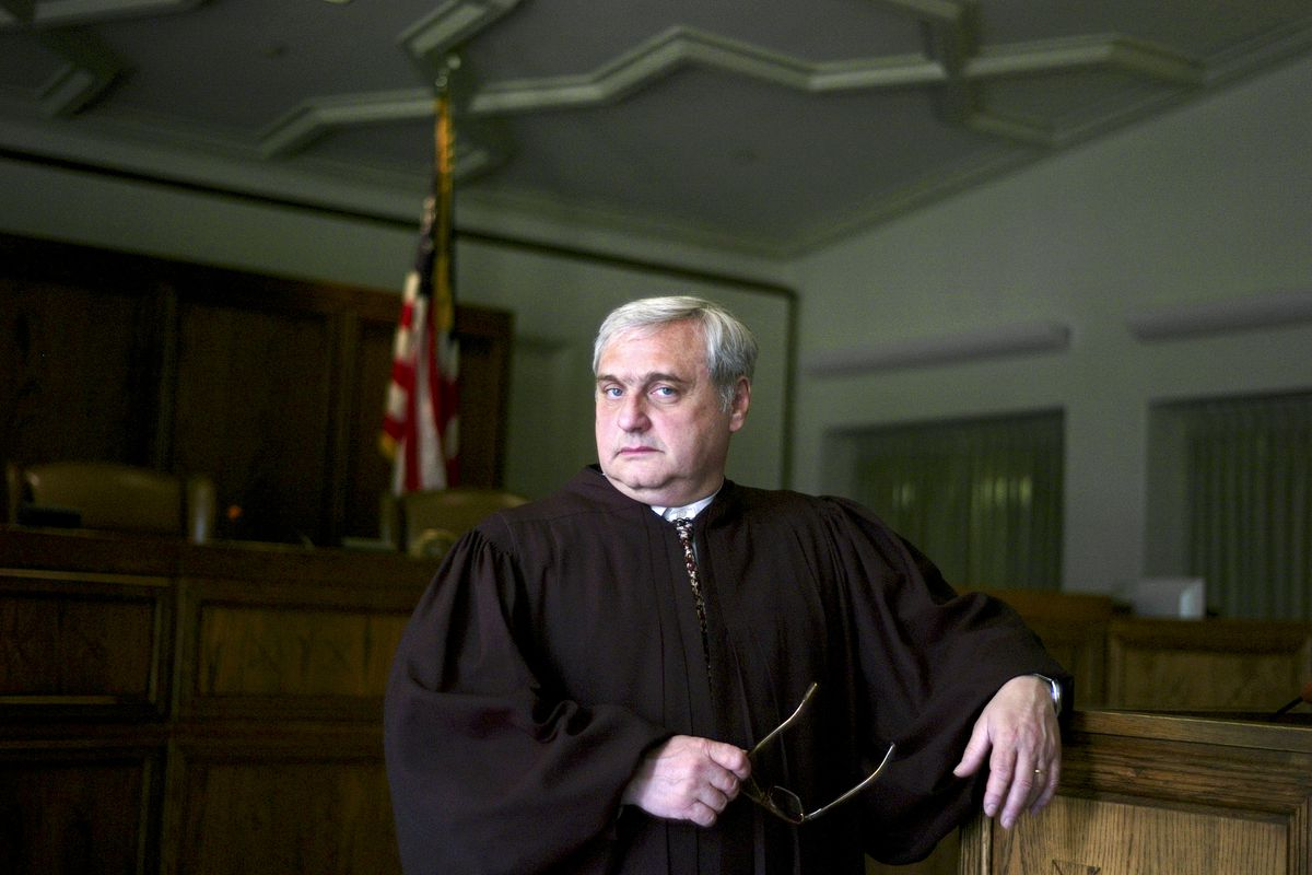 Alex Kozinski, chief judge of the Court of Appeals for the Ninth Circuit, at a courtroom in Pasadena, Calif., April 22, 2010. (J. Emilio Flores/The New York Times file)