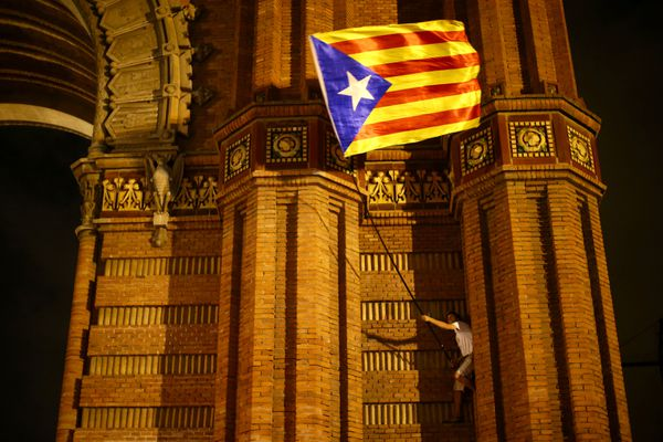 A man waves a separatist Catalonian flag at a pro-independence rally in Barcelona, Spain, October 10, 2017. REUTERS/Ivan Alvarado