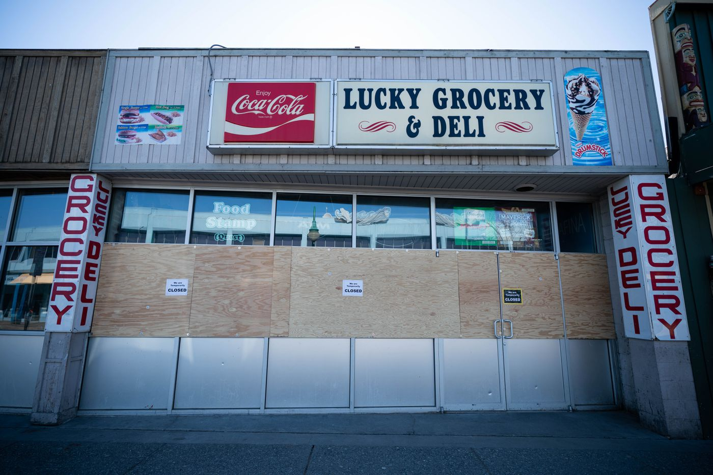 Lucky Grocery & Deli remains closed due to Covid-19 on Thursday, April 9, 2020 in downtown Anchorage. (Loren Holmes / ADN)