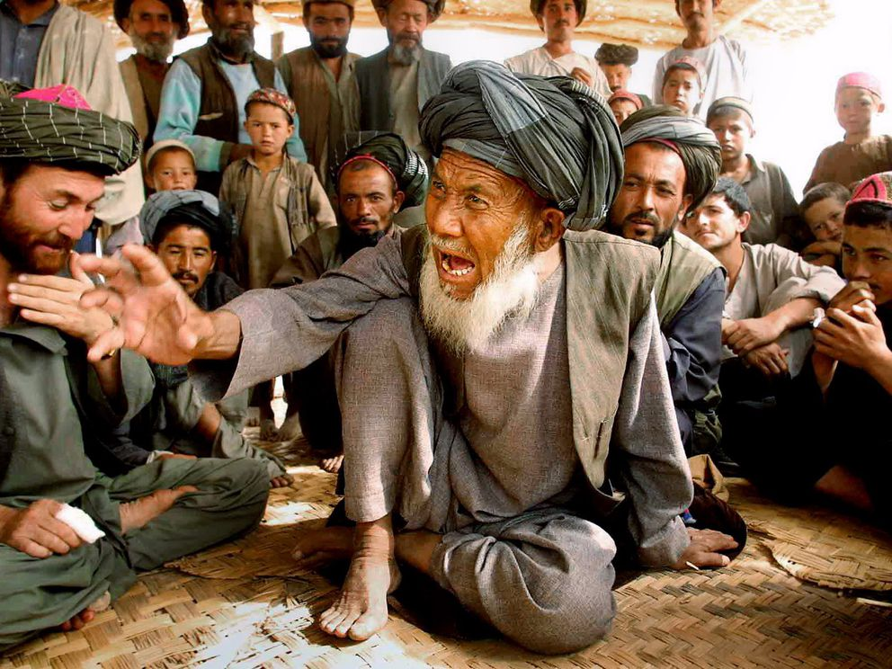 Damulla Mohammad Nazar, 80, describes Taliban atrocities in Dasht-e Qalat, in northeastern Afghanistan, in October 2001. (Washington Post photo by Lois Raimondo)