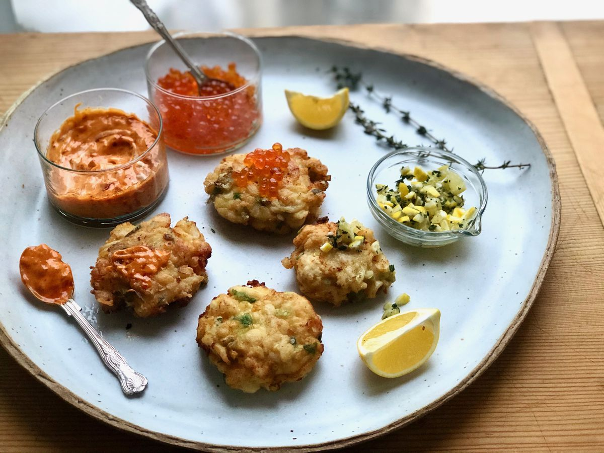 Scallop cakes (Photo by Kim Sunée)