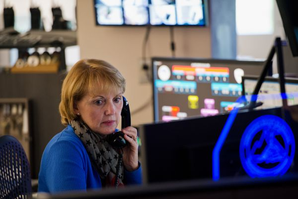 Karren Symonds is dispatch supervisor for the Anchorage Police Deparment. She works at the dispatch center on July 3, 2018. (Marc Lester / ADN)