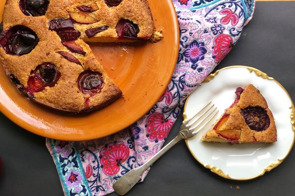 Plum cornmeal cake (Photo by Kim Sunée)