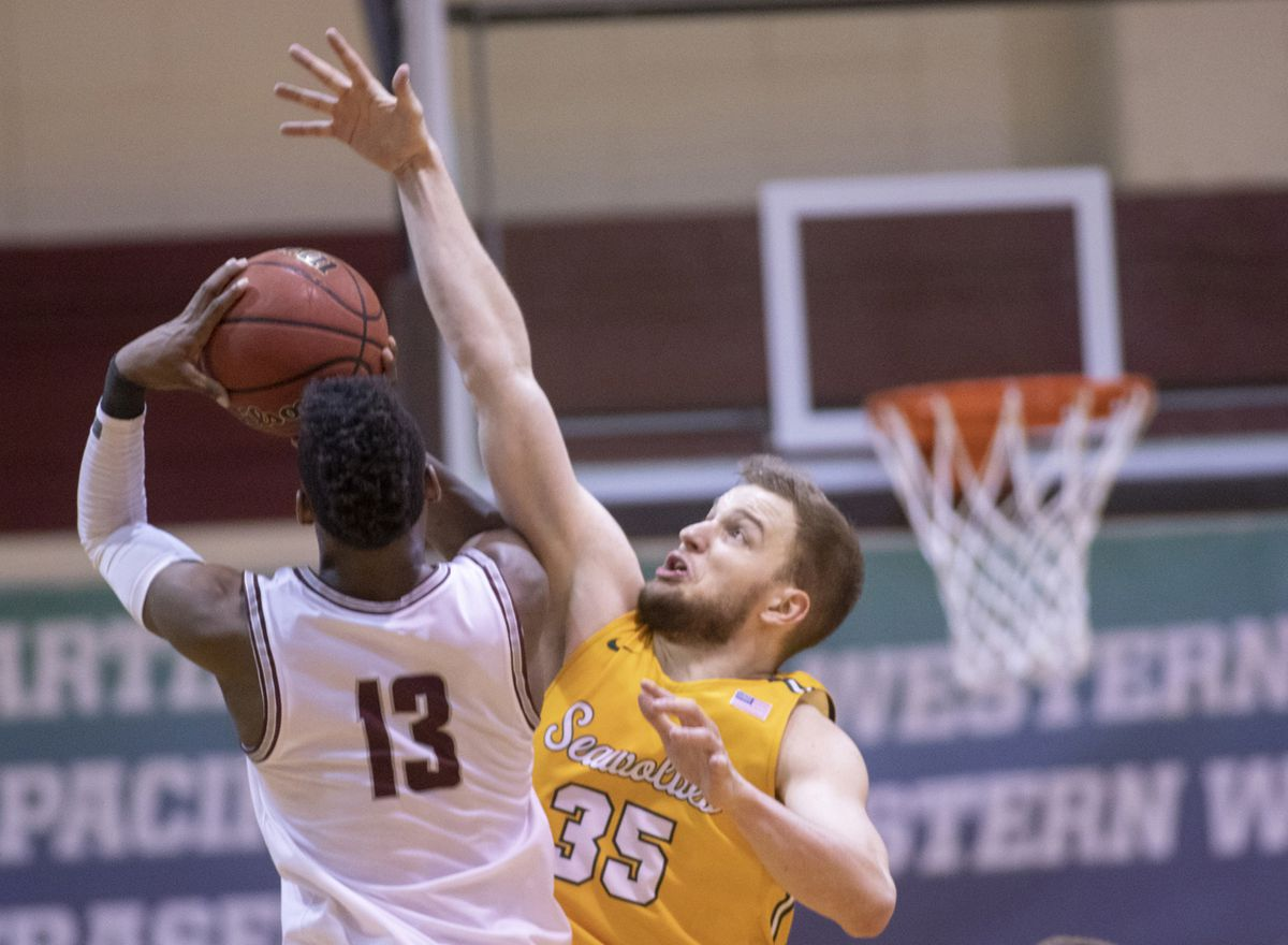 Junior forward Oggie Pantovic attempts to block the shot of Seattle Pacific's Divant'e Moffitt in UAA's victory Friday at the GNAC tournament in Seattle. (Photo by Matt Brashears)
