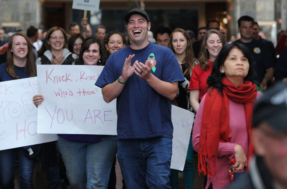 Ben Schultz reacts to family and friends gathered to welcome him home at the airport on May 24, 2018. (Bill Roth / ADN)