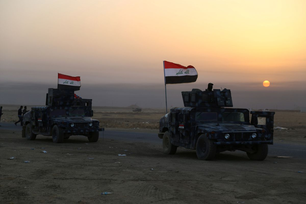 Iraqi security forces advance in Qayara, south of Mosul, to attack Islamic State militants in Mosul, Iraq, October 18, 2016. REUTERS/Stringer
