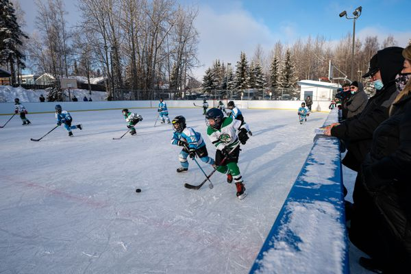 U10 hockey players compete in a game at Tikishla Park on Saturday, Feb. 6, 2021. The Scotty Gomez Foundation Rams played the South Anchorage Drillers. (Loren Holmes / ADN)