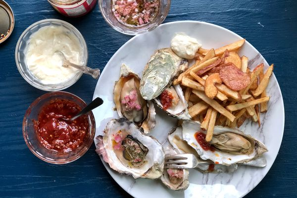 Steamed oysters and French-fried potatoes. (Photo by Kim Sunée)