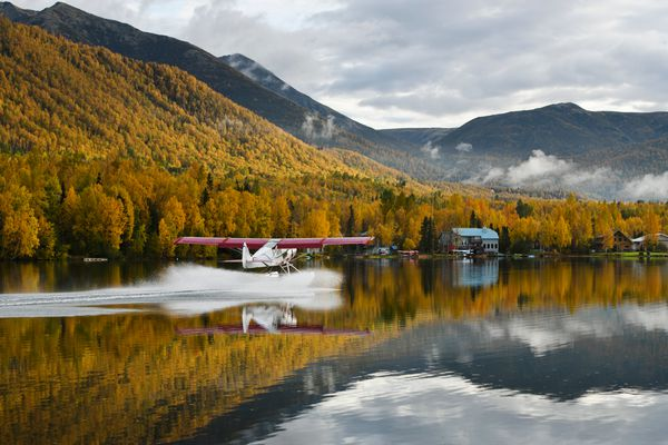 A plane on floats lands on Mirror Lake in Chugiak on September 25, 2020. (Marc Lester / ADN)