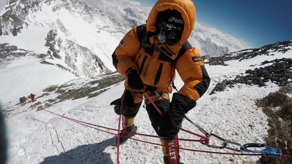 A sherpa works to bring the body of Goutam Ghosh down Mount Everest in May 2017. (Dawa Finjhok Sherpa/Seven Summit Treks/The New York Times)