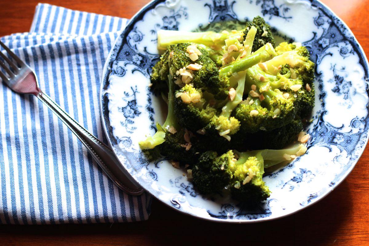 Broccoli with cashew garlic sauce (Maya Wilson / Alaska from Scratch)