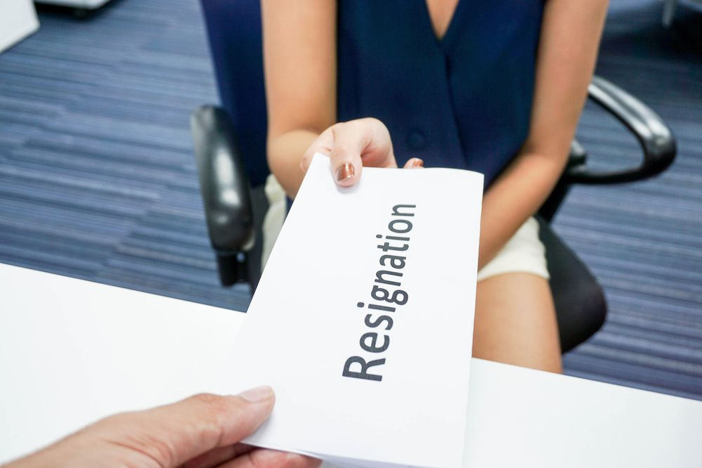 A woman submit a resignation letter to her boss. (Thinkstock)