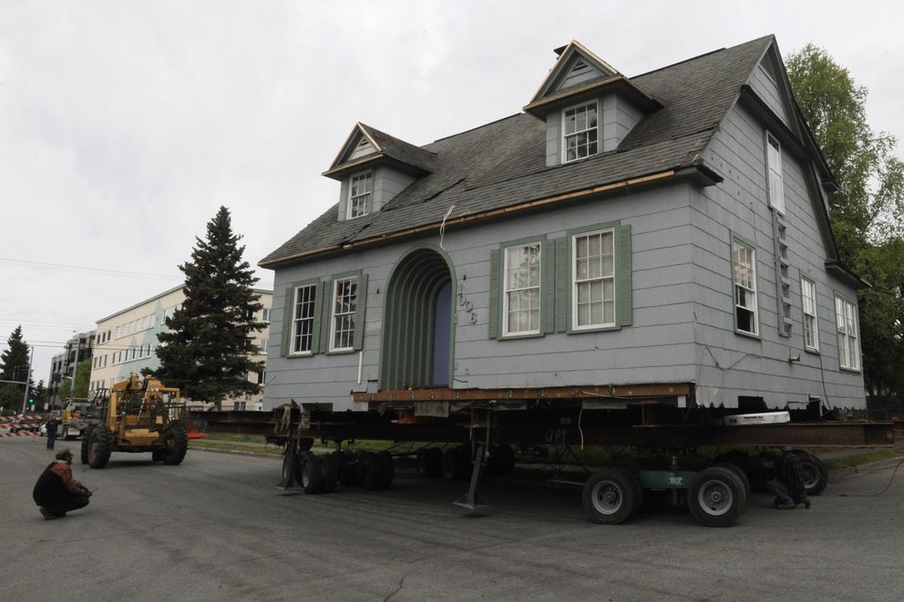 The Shonbeck house makes the turn onto 11th Avenue as it nears a new location in South Addition on Monday, May 20, 2019. (Bill Roth / ADN)