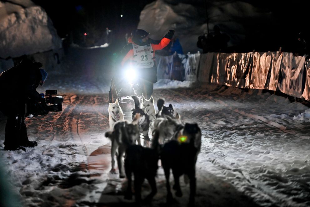Dallas Seavey's team runs into the chute at the finish line Monday morning. (Marc Lester / ADN)