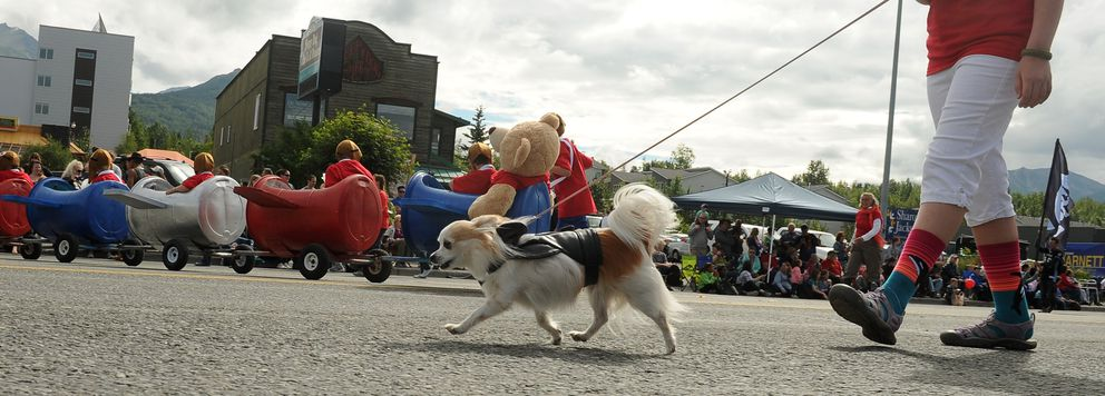 Crowds lined the street for the annual Bear Paw Festival parade in Eagle River, AK on Saturday, July 14, 2018. (Bob Hallinen / ADN)