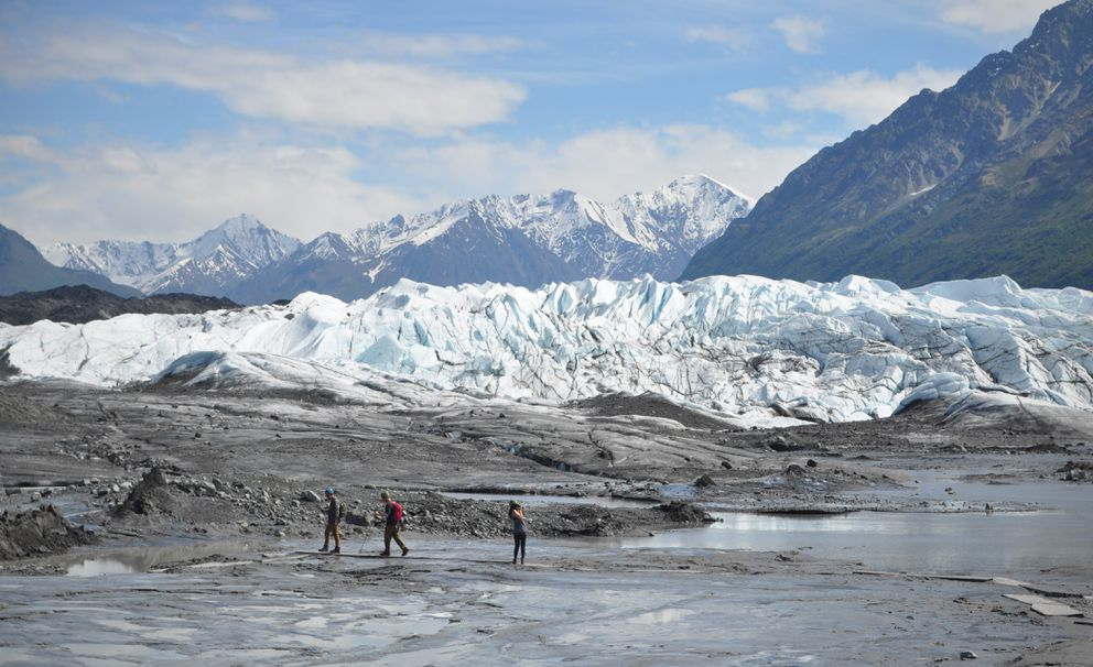 A guide leads hikers at Matanuska Glacier in 2016. (Vicky Ho / ADN)