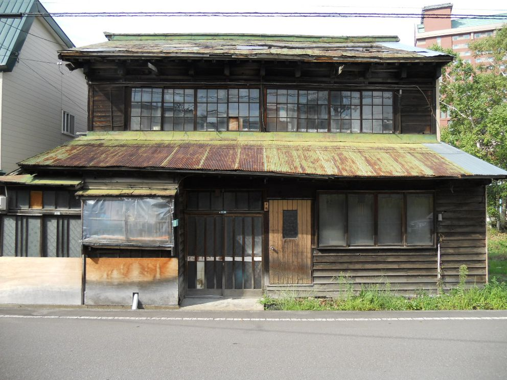 The building in Otaru, Japan, where the Attu prisoners were first housed upon arriving in Japan, seen shortly before its demolition this year. (Photo by Rachel Mason)