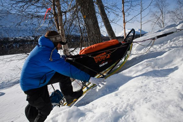 Aaron Peck climbs a steep section of trail near the Skwentna River. Mushers in the Iditarod Trail Sled Dog Race passed by the Finger Lake and Rainy Pass checkpoints as they gained elevation into the Alaska mountain Range on March 4, 2019. (Marc Lester / ADN)