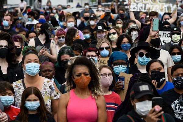 """A crowd gathered in the parking lot of the Midtown Mall and along the sides of Northern Lights Boulevard Saturday, May 30, 2020, for the """"I Can't Breathe"""" protest against police brutality. (Marc Lester / Anchorage Daily News)"""