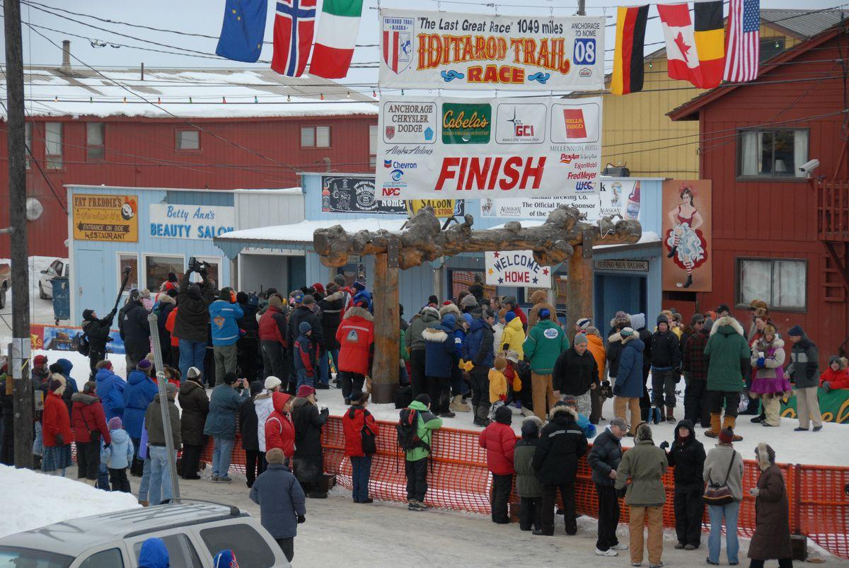 The Iditarod Trail Sled Dog Race finish line in Nome (Bob Hallinen / ADN)