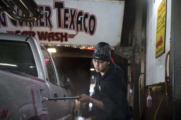 Darren Wasuli cleans the side of a pickup at Big Corner Car Wash on March 15, 2018. Melting snow means and increase in business at the Big Corner Car Wash, located on the corner of Minnesota Drive near Northern Lights Boulevard. (Marc Lester / ADN)