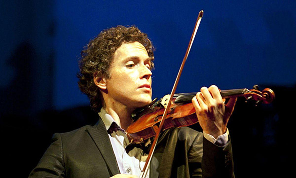 Violinist Tim Fain (Beto Figueiroa/SantoLima)