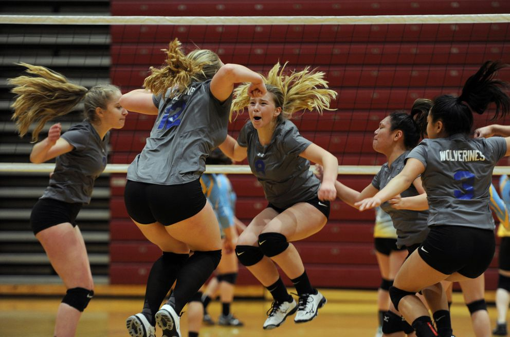 Dillingham senior Britney George (8) celebrates a point with her teammates. (Bill Roth / ADN)