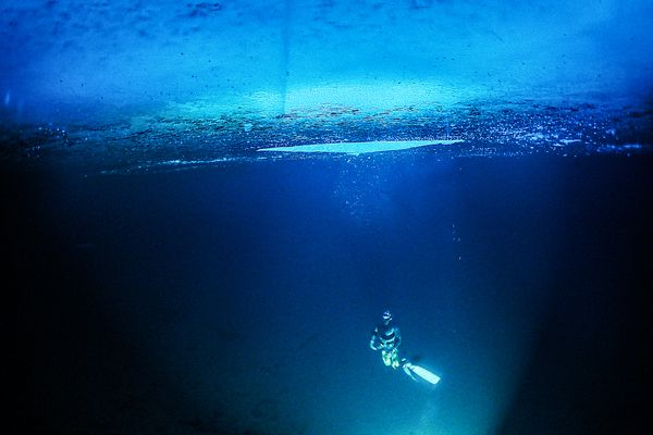 Jordan Flesner ascends to the surface of Rabbit Lake while freediving on Sunday, Jan. 3, 2021. (Photo courtesy of Alex Fancher)