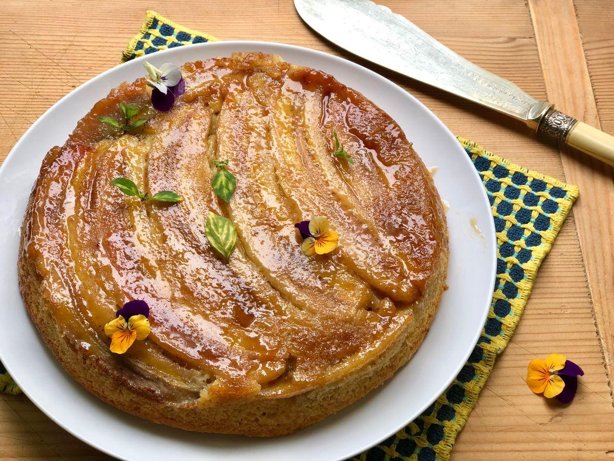 Upside-down cinnamon banana cake (Photo by Kim Sunée)