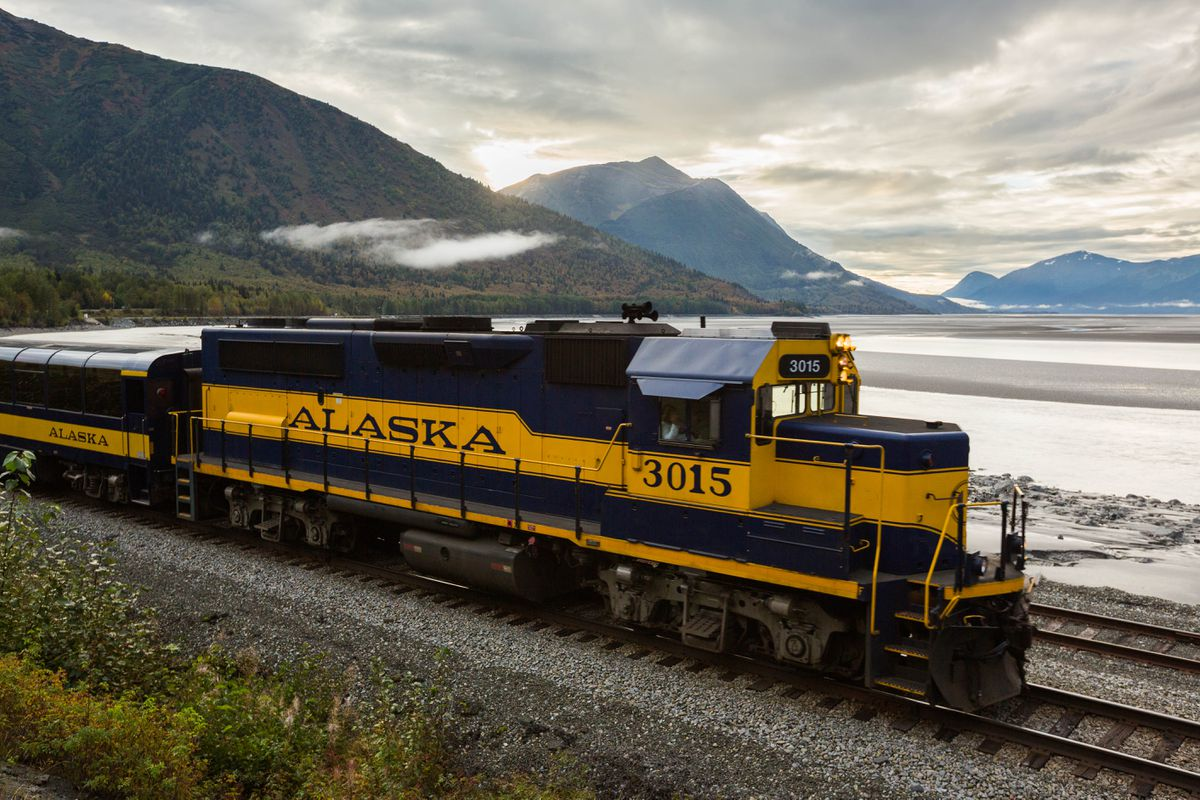 An Alaska Railroad engine passes Indian in Turnagain Arm early Sept. 7, 2016. (Loren Holmes / ADN archive 2016)