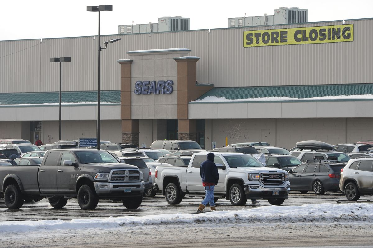 Carrs Safeway plans to open a store in the space now occupied by Sears in midtown. (Bill Roth / ADN)