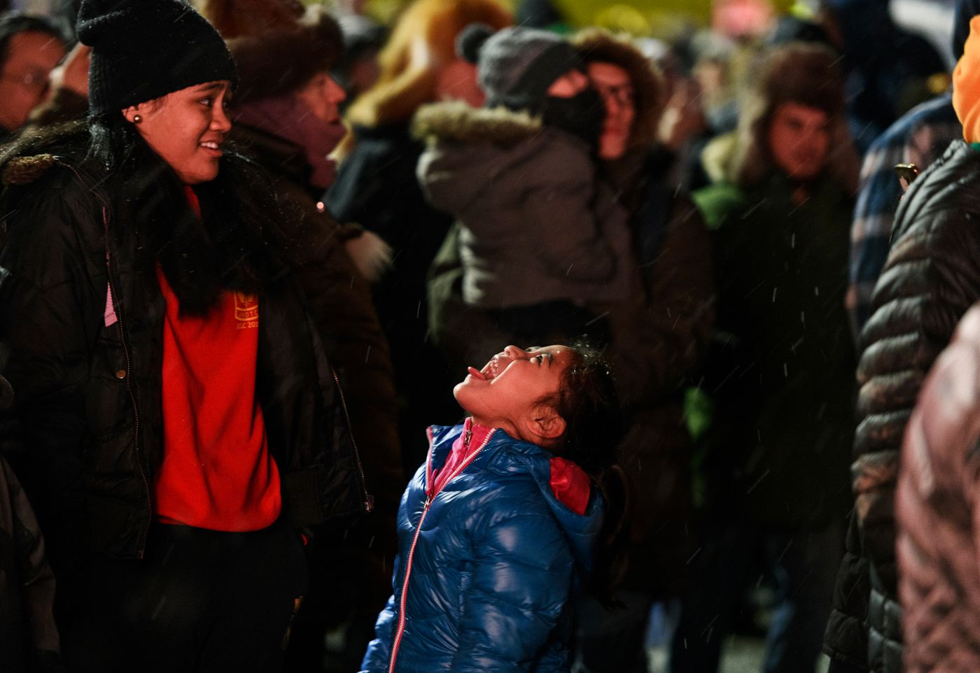 A youngster tries to catch a snowflake. (Marc Lester / ADN)