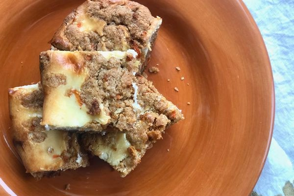 Carrot cheesecake bars (Photo by Kim Sunée)