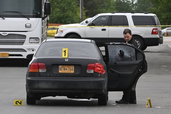 Anchorage Police investigate the scene of a fatal shooting at 12th Avenue and Hyder Street on Wednesday, June 9, 2021. (Bill Roth / ADN)