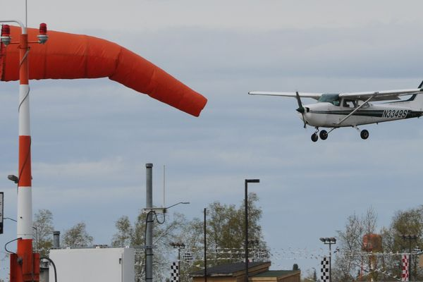 A Cessna 172 makes an approach to Runway 16 while landing in windy conditions at Merrill Field Airport on Tuesday, May 7, 2019. (Bill Roth / ADN)