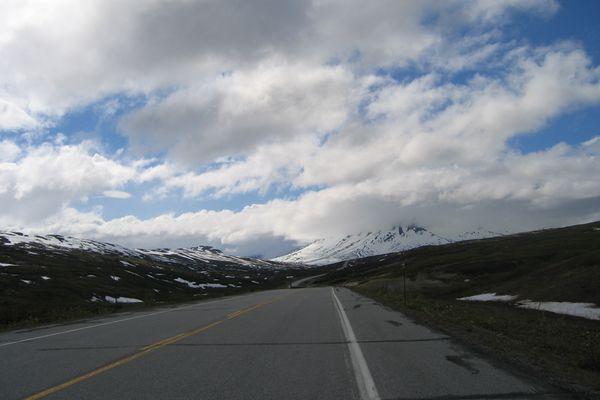 Chilkat Pass on the Haines Highway (Micah Bochart via Wikimedia Commons)