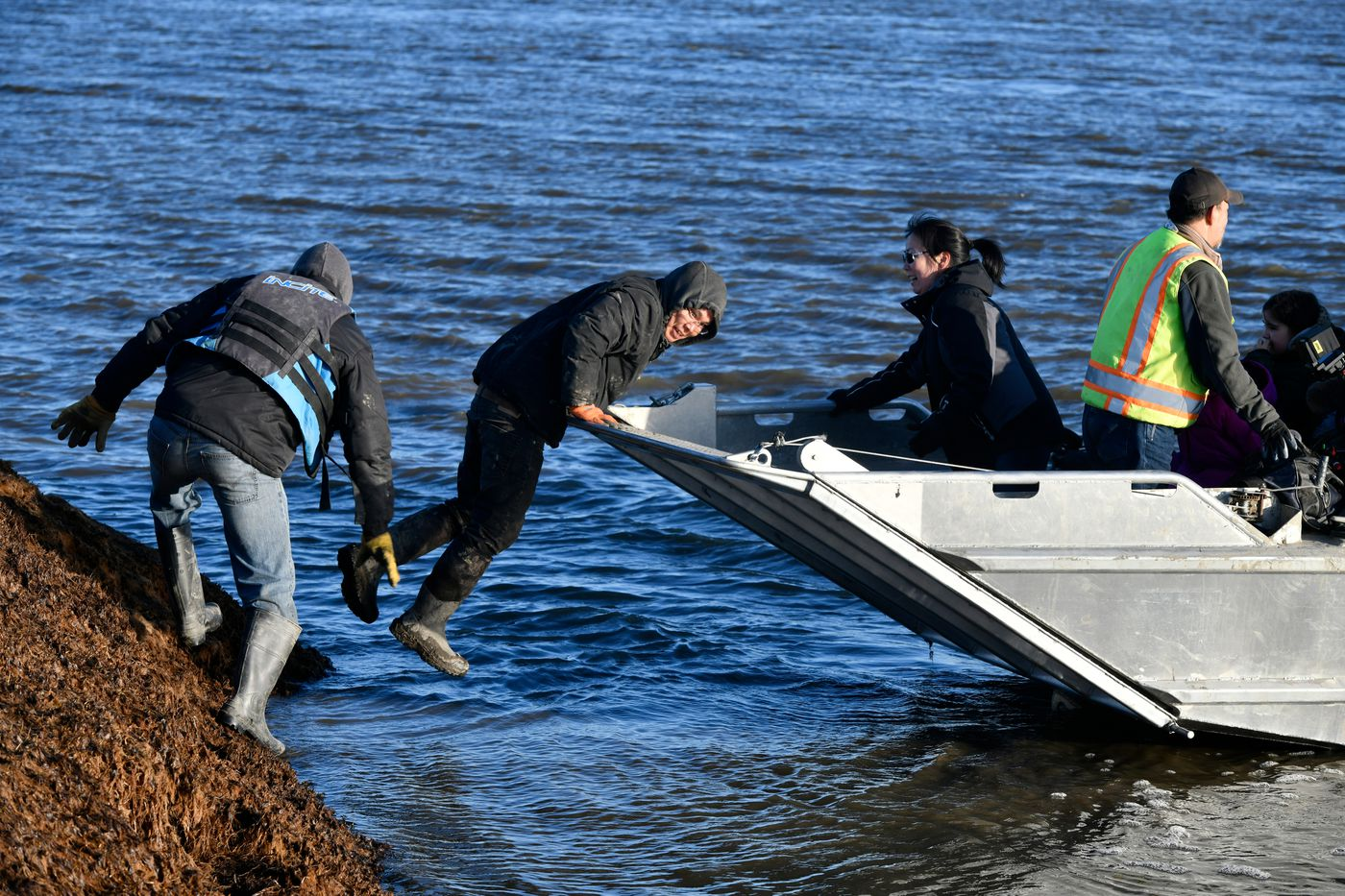 A loaded boat headed for Mertarvik departs the shoreline at Newtok. (Marc Lester / ADN)