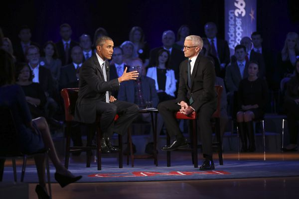President Barack Obama speaks with CNN anchor Anderson Cooper during a town hall event on reducing gun violence, at George Mason University in Fairfax, Va., Jan. 7, 2016. Two days after announcing executive actions on firearms, Obama spoke and fielded questions on the divisive issue during an hourlong, town hall-style meeting televised on CNN.