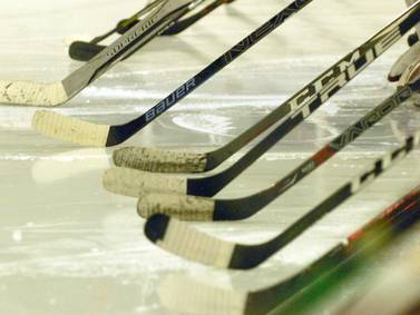 Anchorage Wolverines junior hockey team loses back-and-forth game to Minnesota Magicians