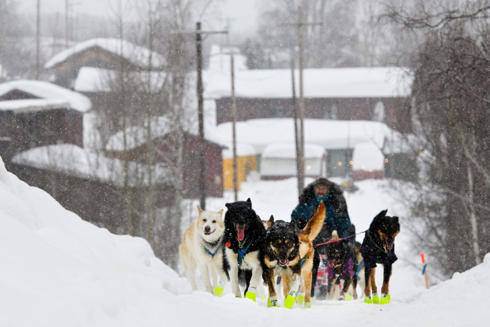 Ed Hopkins leaves Takotna during the Iditarod Trail Sled Dog Race on March 7, 2019. (Marc Lester / ADN)