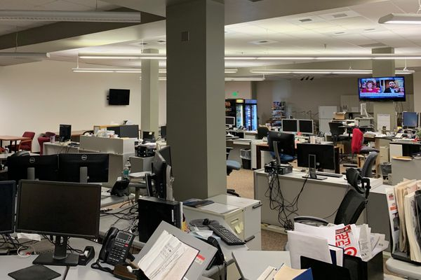 Anchorage Daily News newsroom, Friday afternoon, March 27, 2020. (David Hulen / ADN)