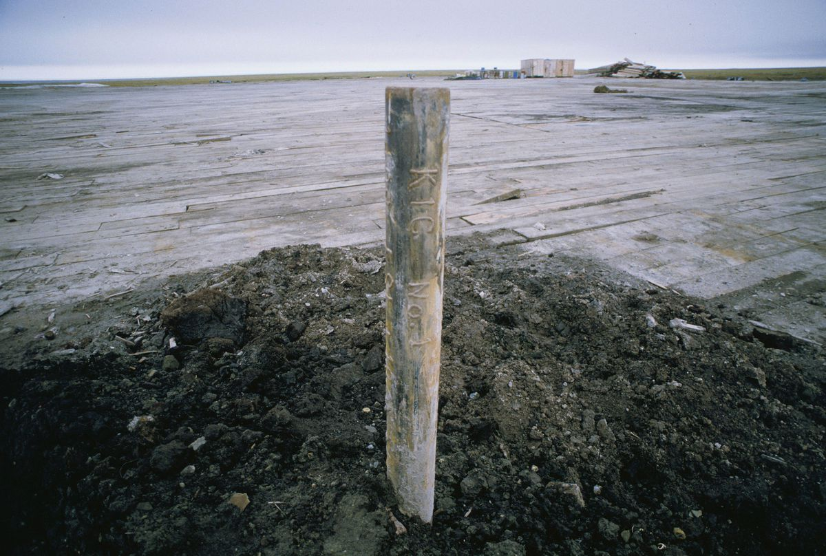 Wellhead of the KIC-1 exploratory well (with drilling platform in the background) on the Arctic coastal plain in the Arctic National Wildlife Refuge near the Jago River, July 16, 1986. (Fran Durner / ADN archive 1986)