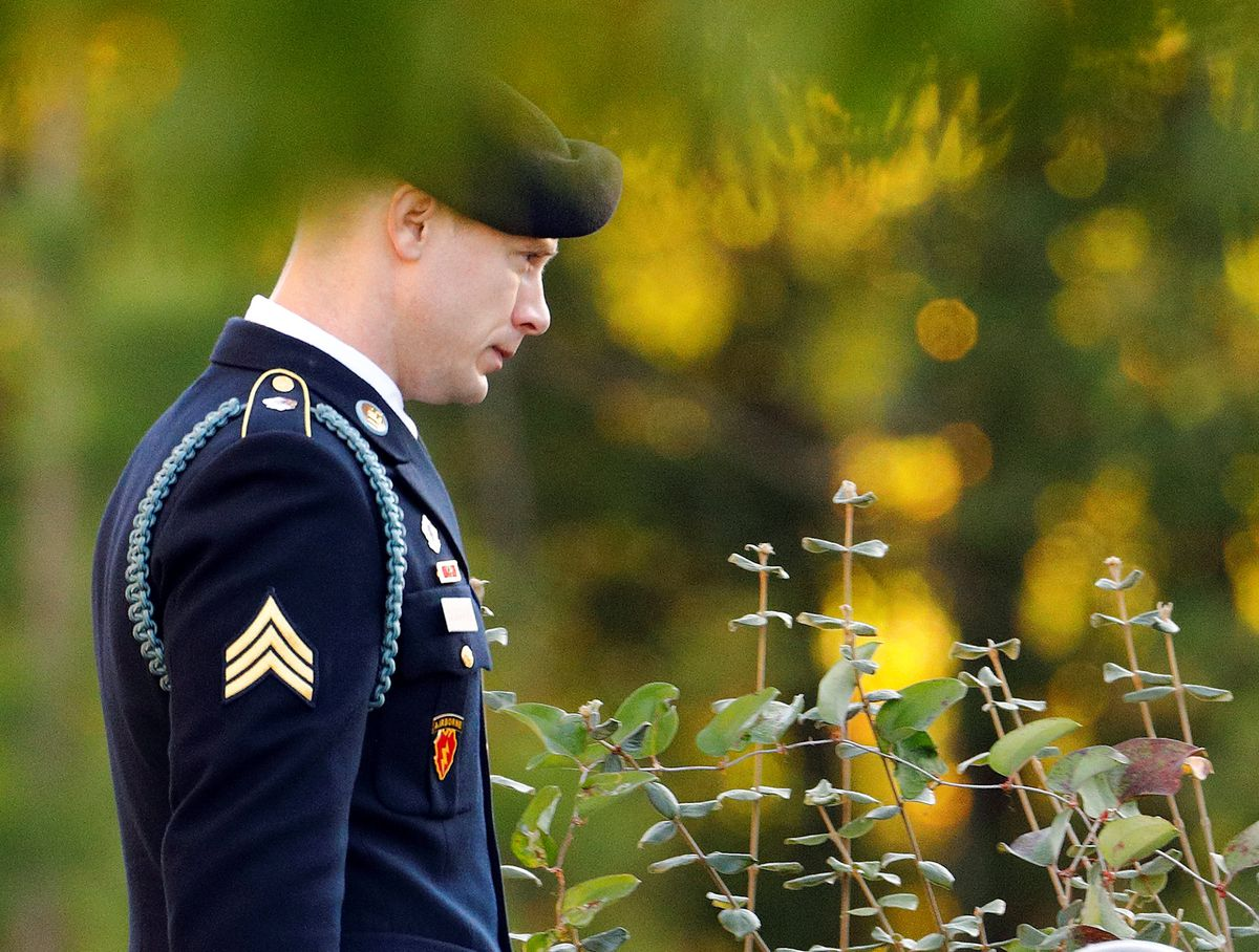 U.S. Army Sgt. Bowe Bergdahl walks out of the courthouse during Bergdahl's court martial at Fort Bragg, North Carolina, Nov. 3, 2017. (Jonathan Drake / Reuters_