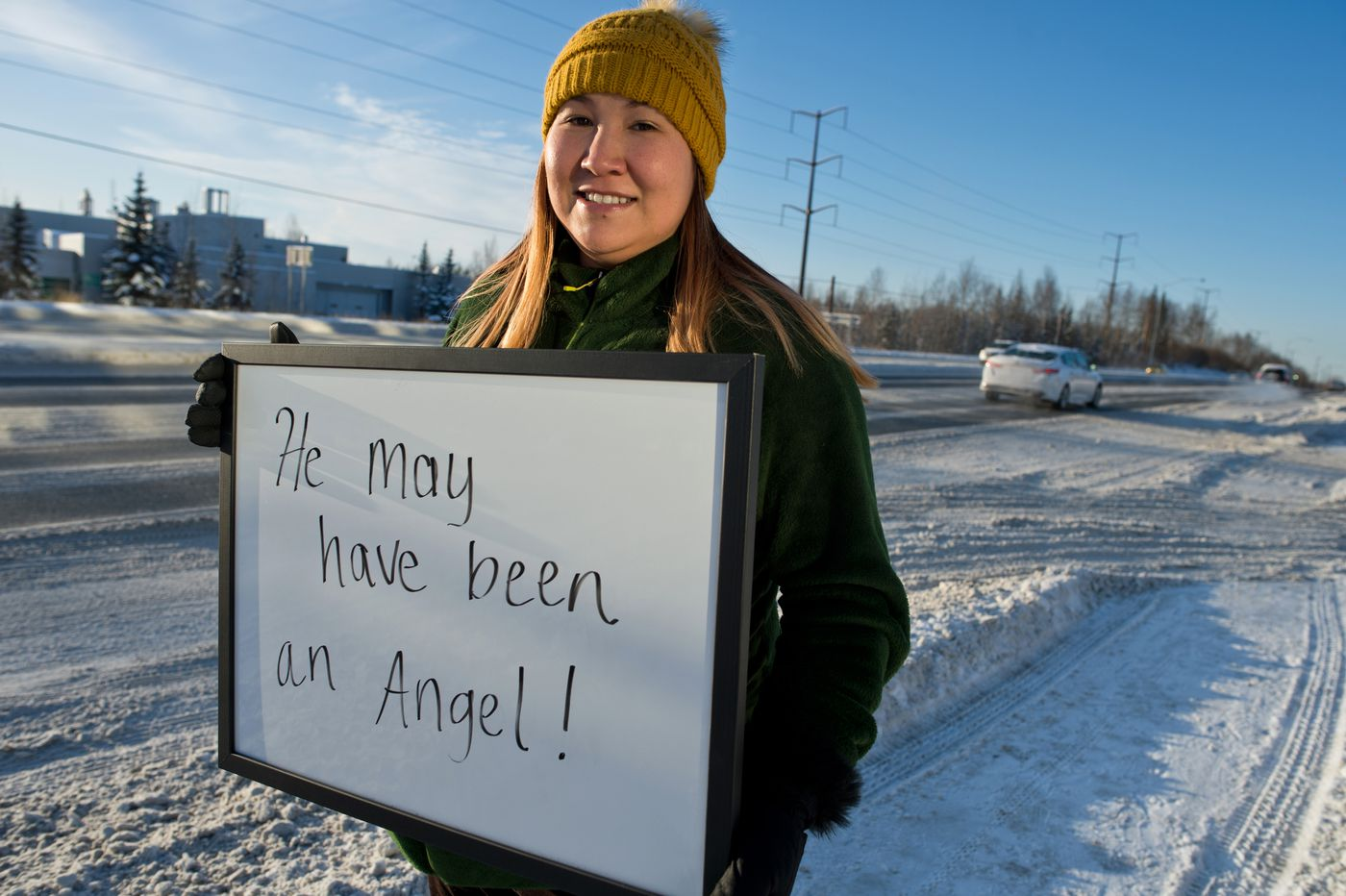 JoLean Fultz thanks a man who offered to help her after a vehicle accident. (Marc Lester / ADN)