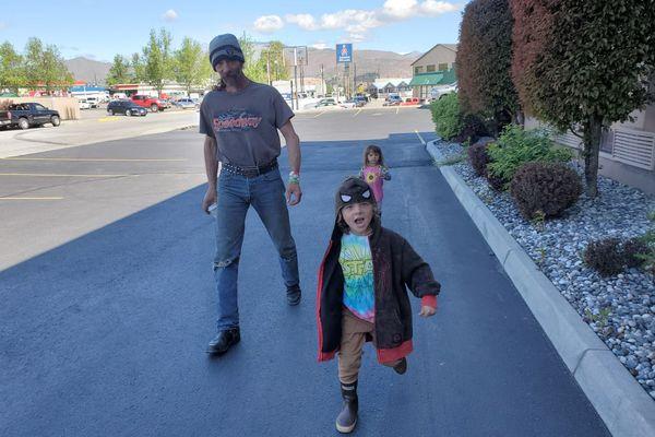 Lance Mackey walks with his kids after his April 25, 2021 racing car crash. (Photo courtesy of Doug Sheldon)